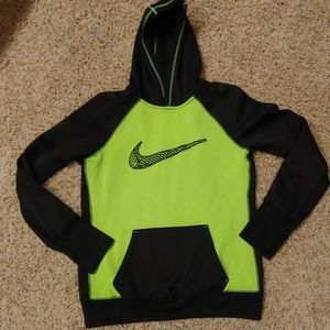 BOYS size M NIKE Therma Fit